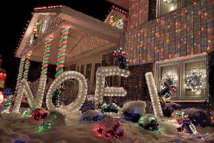 Homes With Christmas Decorations by Top 10 Biggest Outdoor Christmas Lights House Decorations