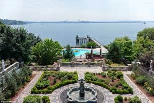 great gatsby island a island estate out of the great gatsby has