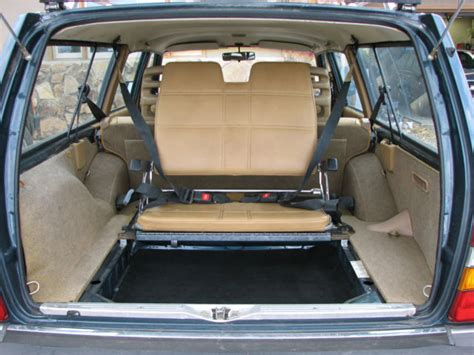 volvo  wagon body interior excellent  seat center armrest  classic volvo