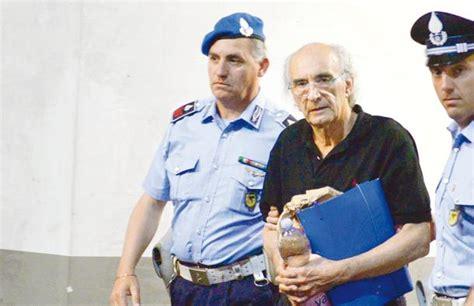 carige abi finalmente un banchiere condannato ma non va in galera