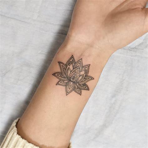 130 tatuagens pequenas para inspirar sua primeira tattoo