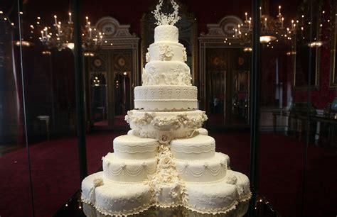 Wedding Cake Kate Middleton by Kate S Wedding Dress Goes On Display At Buckingham Palace