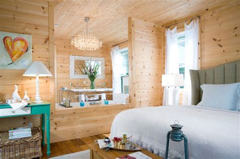 Shiplap Canada Shiplap Pine Gives Canadian Lake House A Cozy Feel