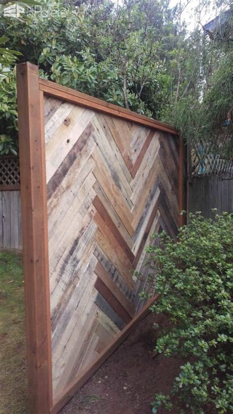 building a backyard fence backyard fence made with repurposed pallets 1001 pallets