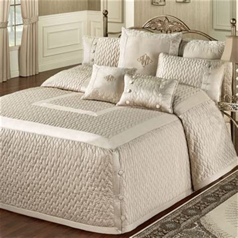 Tailored Bedspreads 25 Best Ideas About Quilted Bedspreads On