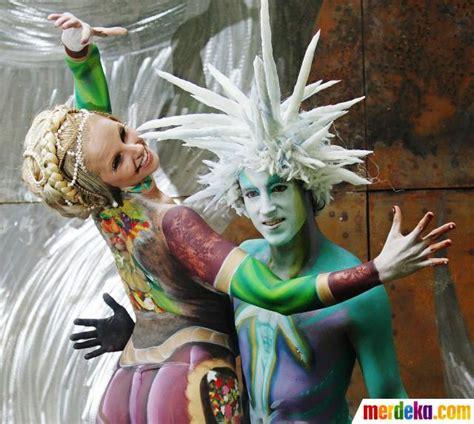 festival bodypainting dunia foto indahnya lukisan di tubuh merdeka