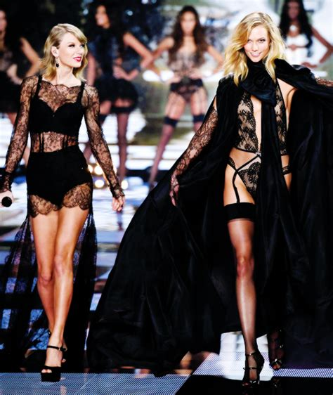 taylor swift and olivia hug taylor swift at the 2014 victoria s secret fashion show