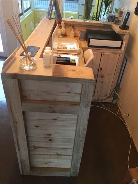 Vintage Reception Desk Reception Desk Made From Palettes Pallet Desk Reception Desks Reception And Desks