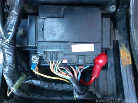 Motorrad Batterie Rot Plus by Batterie Anklemmen Hauptsicherung Durch Kawasaki