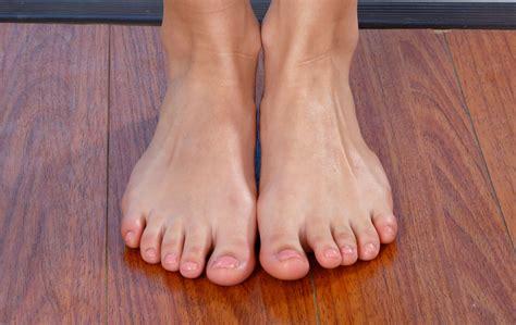 isla fisher feet   bing images