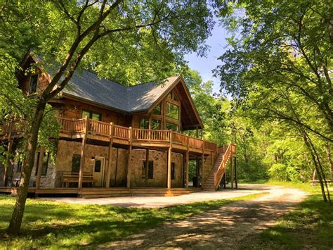 log cabin vacation home   private wooded acres metamora