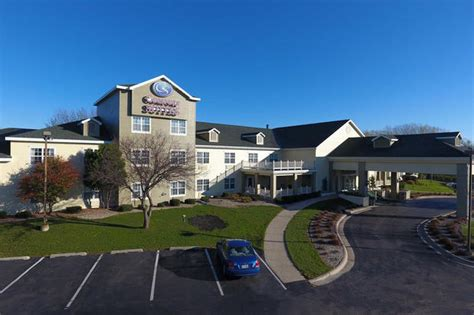 comfort inn appleton wi comfort suites appleton airport in appleton wi 54914