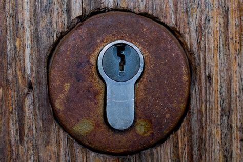 keyhole doorway free photo castle keyhole key door rusty free image
