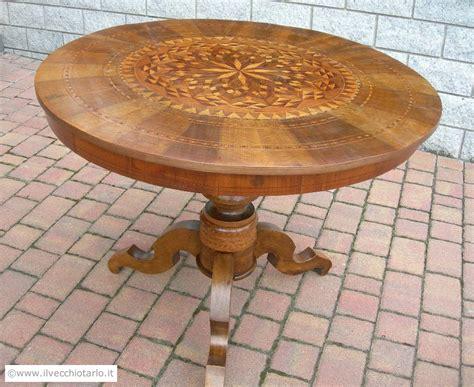 tavolo antico rotondo tavolo in noce epoca 800 tondo ed intarsiato originale antico
