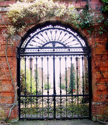 Linkedin Members No Longer In Walled Garden Walled Garden Network