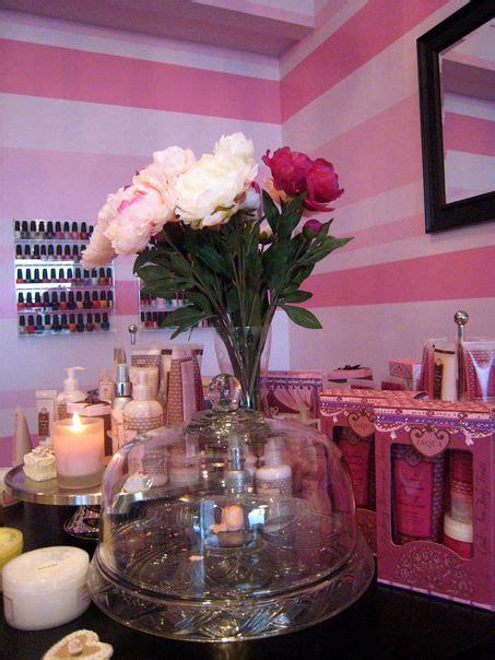 pink  white nail salon    infos