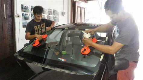 Karet List Kaca Depan Mobil bengkel kaca mobil surabaya sidoarjo proses penggantian
