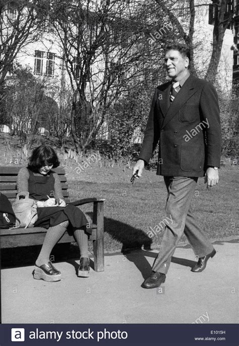 burt lancaster walks in embankment gardens stock photo