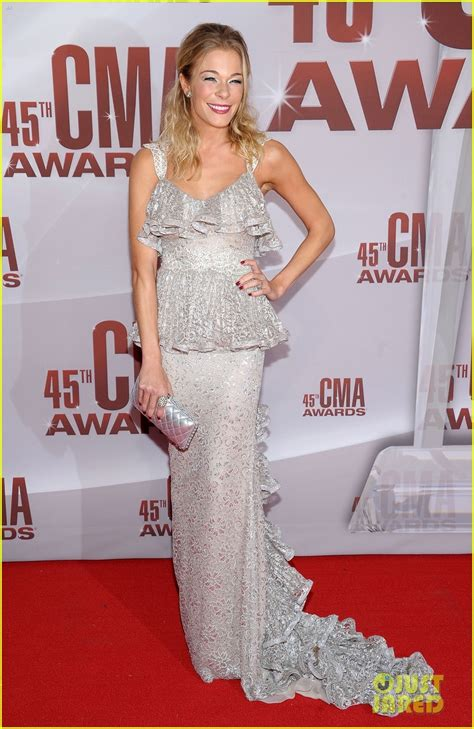 Cma Awards Leann Rimes by Leann Rimes Cma Awards 2011 Carpet Photo 2598613