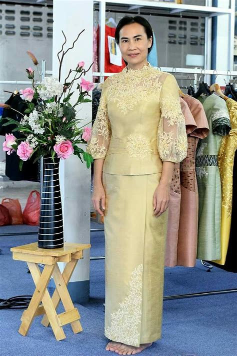 Dress Natal Brokat pin by เพชรแพรว เพชรแพรว on ช ดไหม kebaya brokat and baju kurung