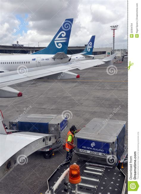 air new zealand cargo handling auckland airport editorial stock image image 22304754