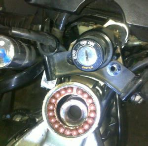 Segitiga Stir Dudukan Stir Atas R15 komstir sepeda motor terasa berat di belokkan berikut