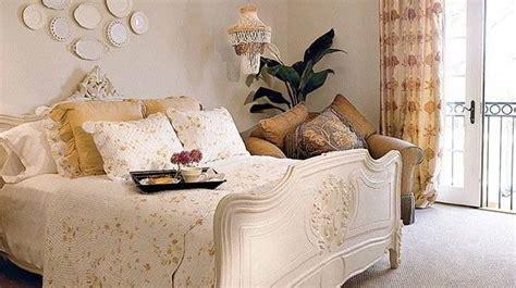 pilhan warna cat kamar tidur romantis terbaik