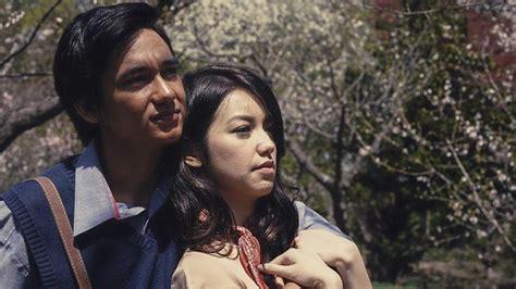 film romantis yang dibintangi adipati dolken film hujan bulan juni akan semakin romantis sebab tiga