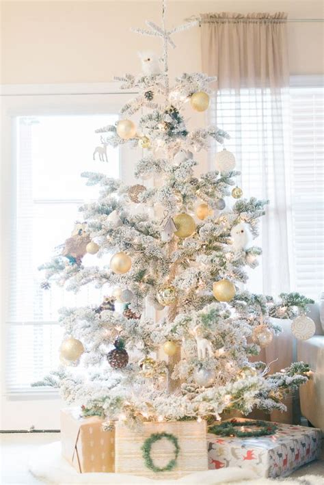 flocked christmas tree decor ideas digsdigs