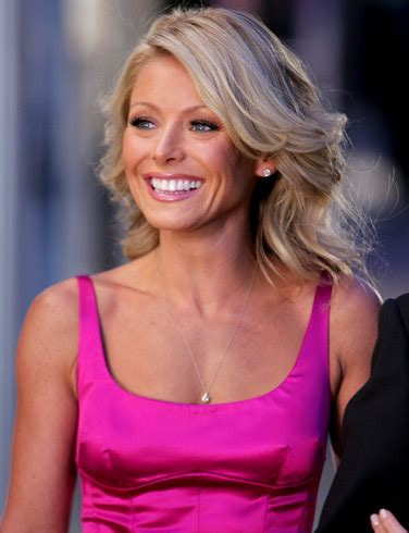 how does kelly ripa curl her hair side dish may 2008
