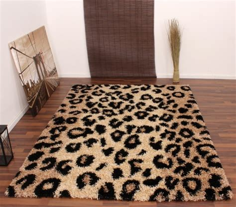 teppich leopard shaggy high pile rug with leopard print pattern beige and