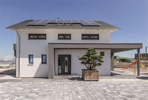 Massa Haus Gmbh 의 Neues Musterhaus Simmern Homify