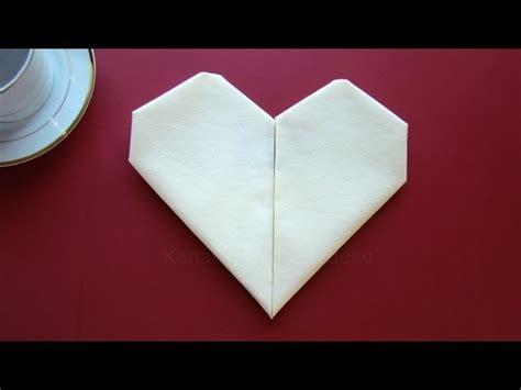 Bettdecke Zum Herz Falten by Servietten Falten Herz Einfache Tischdeko Zum Muttertag