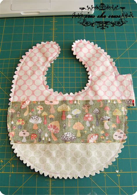 Quilted Patchwork Bib Pattern And Tutorial Sew She Sews S - quilted patchwork bib pattern and tutorial baby bibs