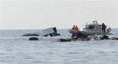 sinking migrant boat almost 40 dead after migrant boat sinks off turkey hamodia