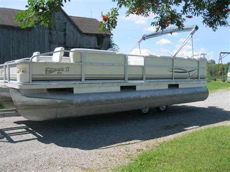 Used Pontoon Furniture by 2002 Crest Fish Cruise 22 Pontoon Boat W 40hp Mercury
