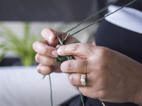 portuguese knitting technique how to knit and purl in the portuguese knitting style