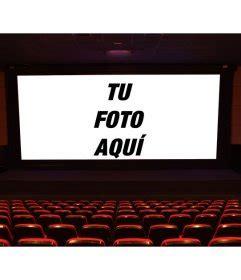 Patio English Pon Una Foto En La Pantalla Grande De Un Cine Delante Del