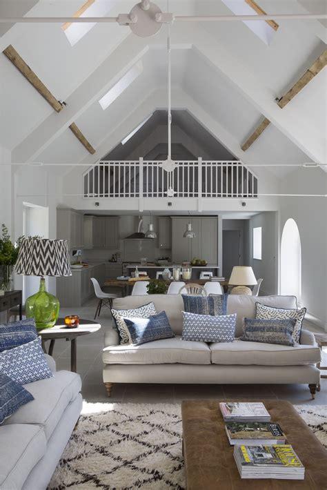 Casa Open Space by Una Fattoria Trasformata In Una Casa A Doppia Altezza
