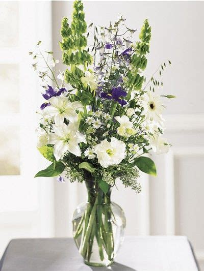 How To Arrange Flowers In Vase by Flower Arrangements In Glass Vases Best Ideas About