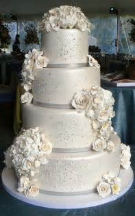 Wedding cakes winter weddings