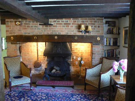 Sitting Rooms With Fireplaces by Sitting Room Fireplace Picture Of Tudor Cottage Bed And