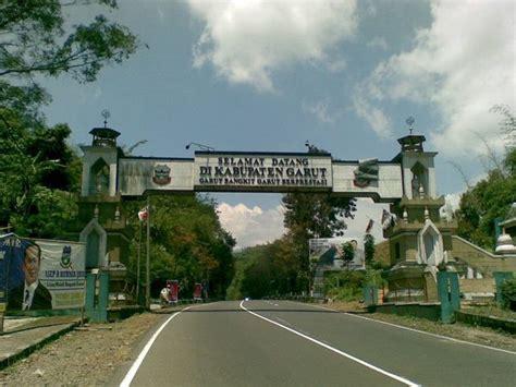 wisata alam  sejarah  garut candi cangkuang tempatnya