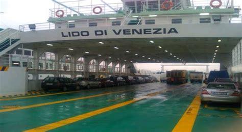 ferry boat venezia ferry boat venezia linea 17 in manutenzione caos al