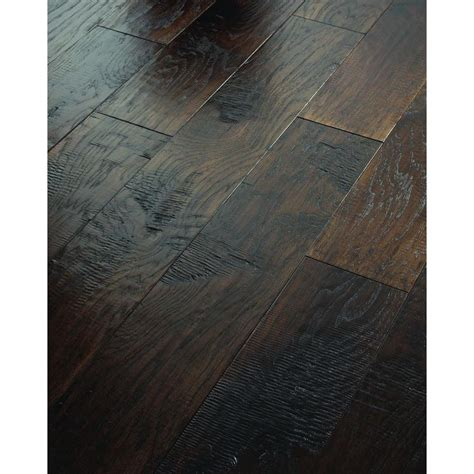 Shaw Engineered Hardwood Flooring It S Going Shaw 3 8 In X 6 3 8 In Scraped City Cove Hickory Engineered Hardwood