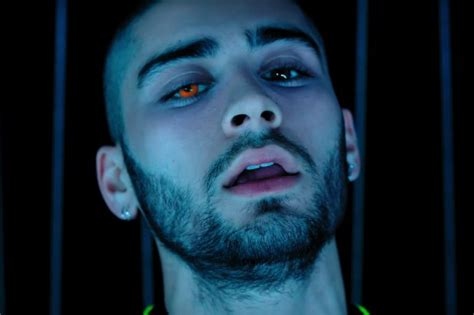 Malik Laser In by Zayn Malik Dances Amid Lasers In Quot Like I Would Quot