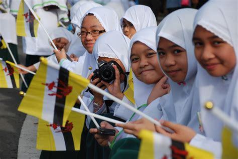 hari kebangssaaan brunei sekolah persediaan arab bandar seri begawan mengibar