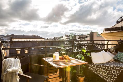 balkon bank klein klein balkon inrichten met een vaste bank tafel 233 n