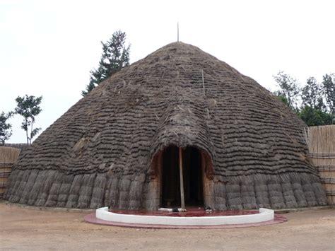 hutte mail hutte traditionnelle inzu lodge