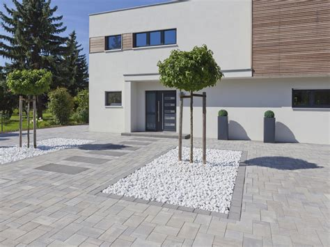 holz und stein haus pl ne pflastersteine terrasse pflastersteine galerie terrasse